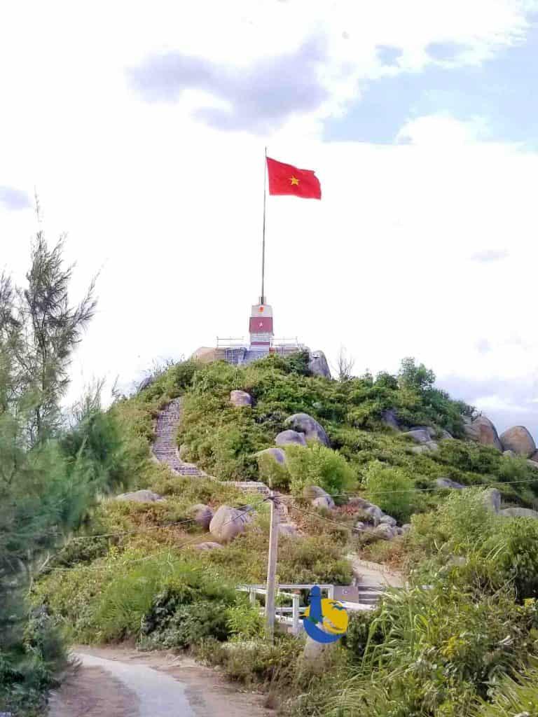 Cột cờ chủ quyền tổ quốc trên đảo Cù Lao Xanh