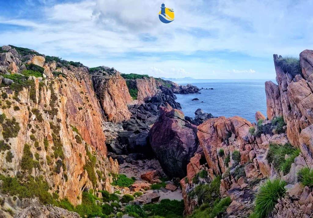 Cảnh tượng hùng vĩ của vực đá đỏ làm mê mẩn du khách