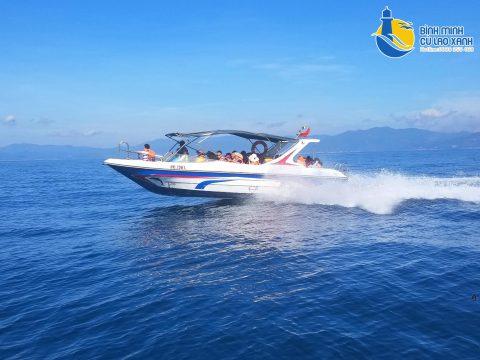 Phương tiện di chuyển ra đảo Cù Lao Xanh .