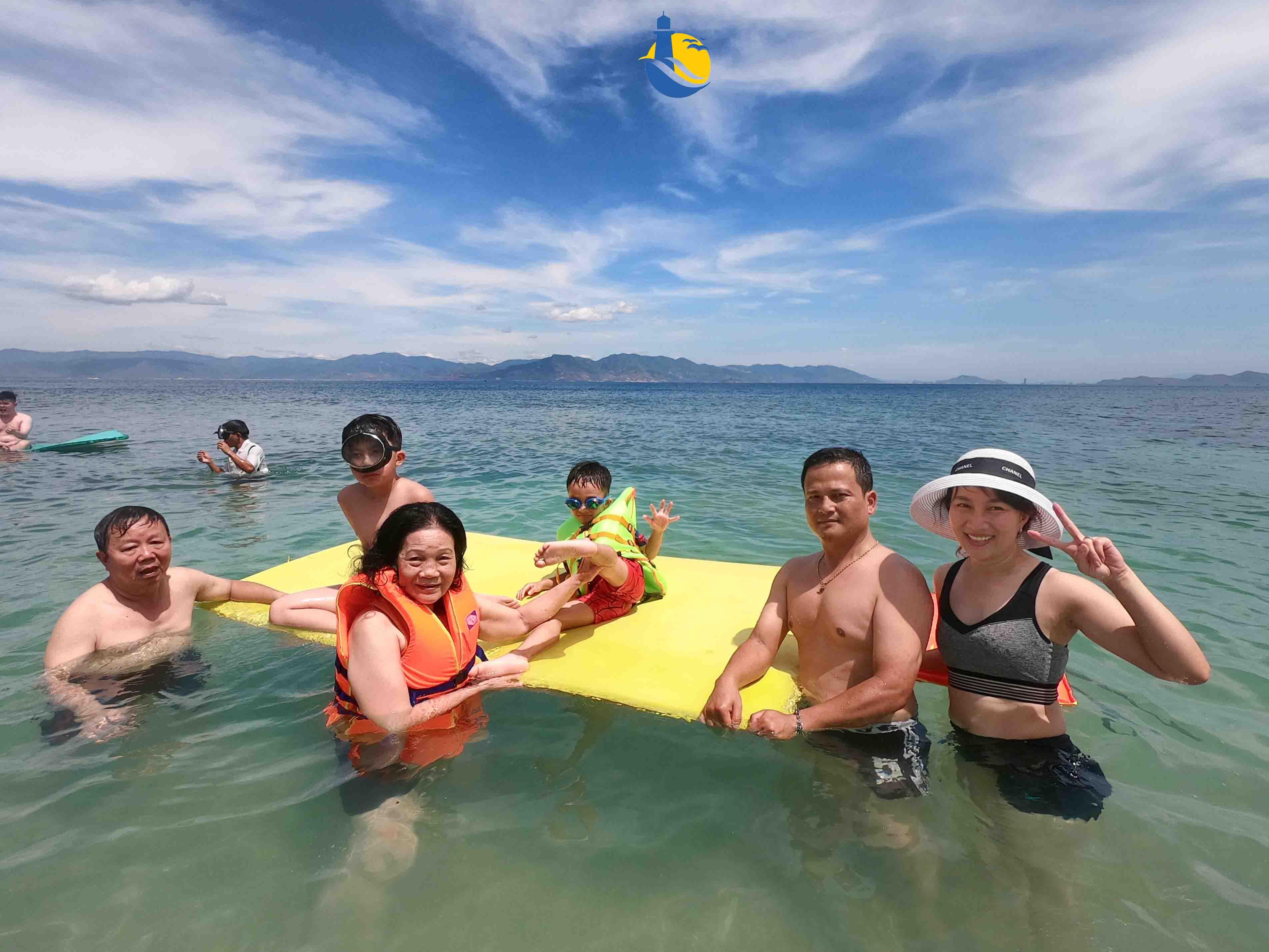 HÌnh ảnh du khách tắm biển Cù Lao Xanh