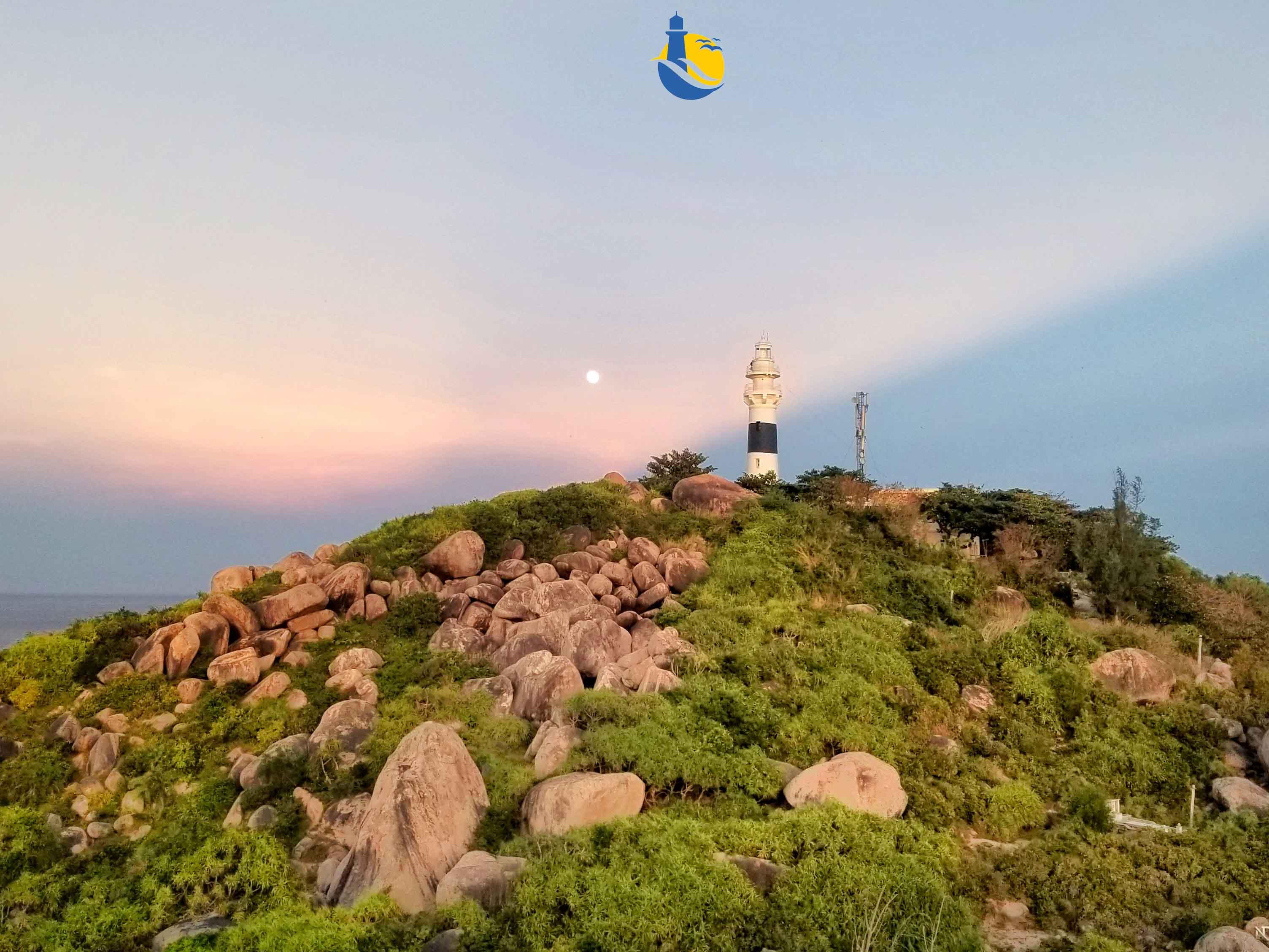 Ngọn hải đăng PlogamBir - biểu tượng của Cù Lao Xanh