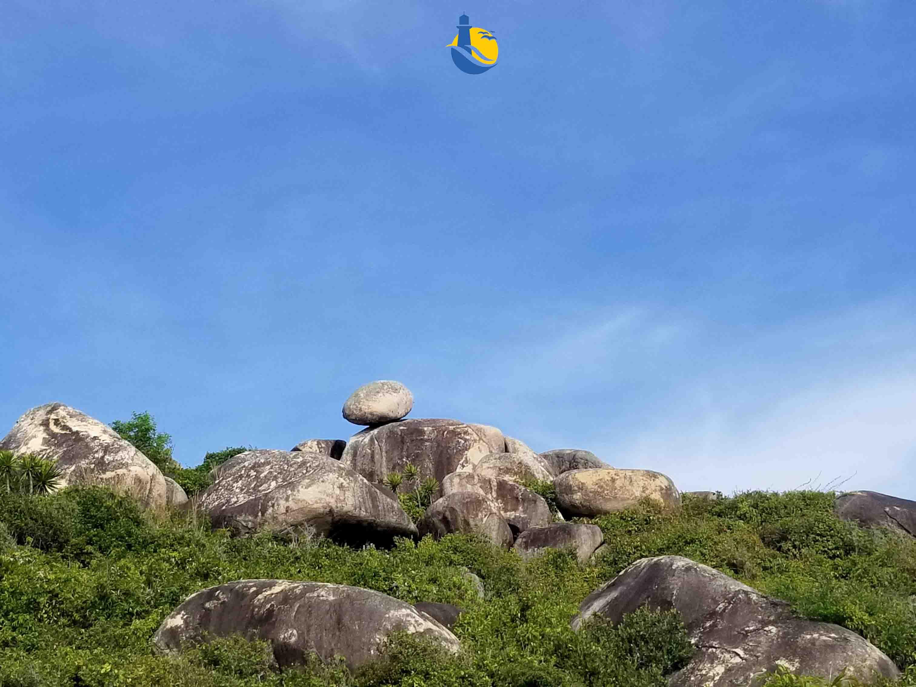 Cù Lao Xanh Quy Nhơn : Những hòn đá chênh vênh trên đảo