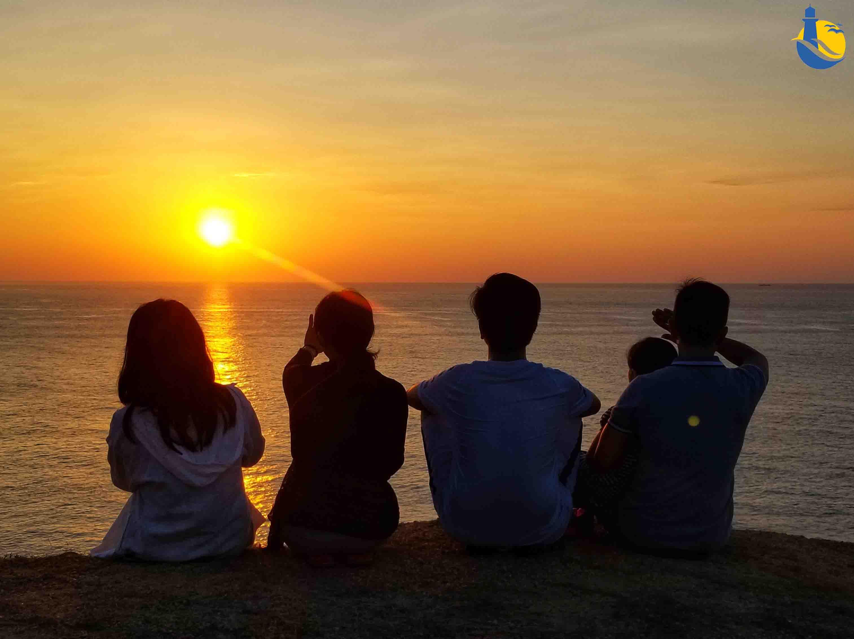 Ngắm bình minh tại Mũi Đông Cù Lao Xanh