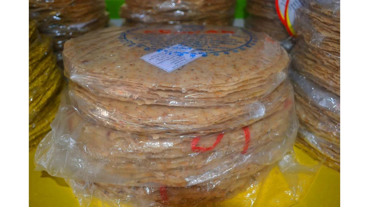 bánh tráng nước dừa đặc sản khi đi du lịch quy nhơn