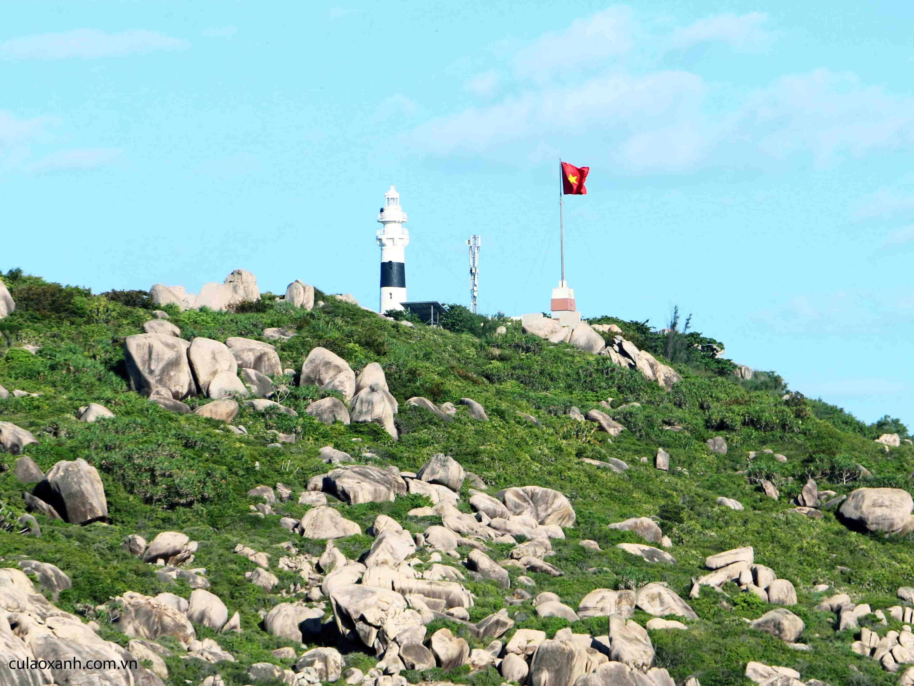 Cột cờ chủ quyền trên đảo Cù Lao Xanh