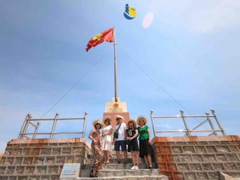 Ghé thăm cột cờ Cù Lao Xanh