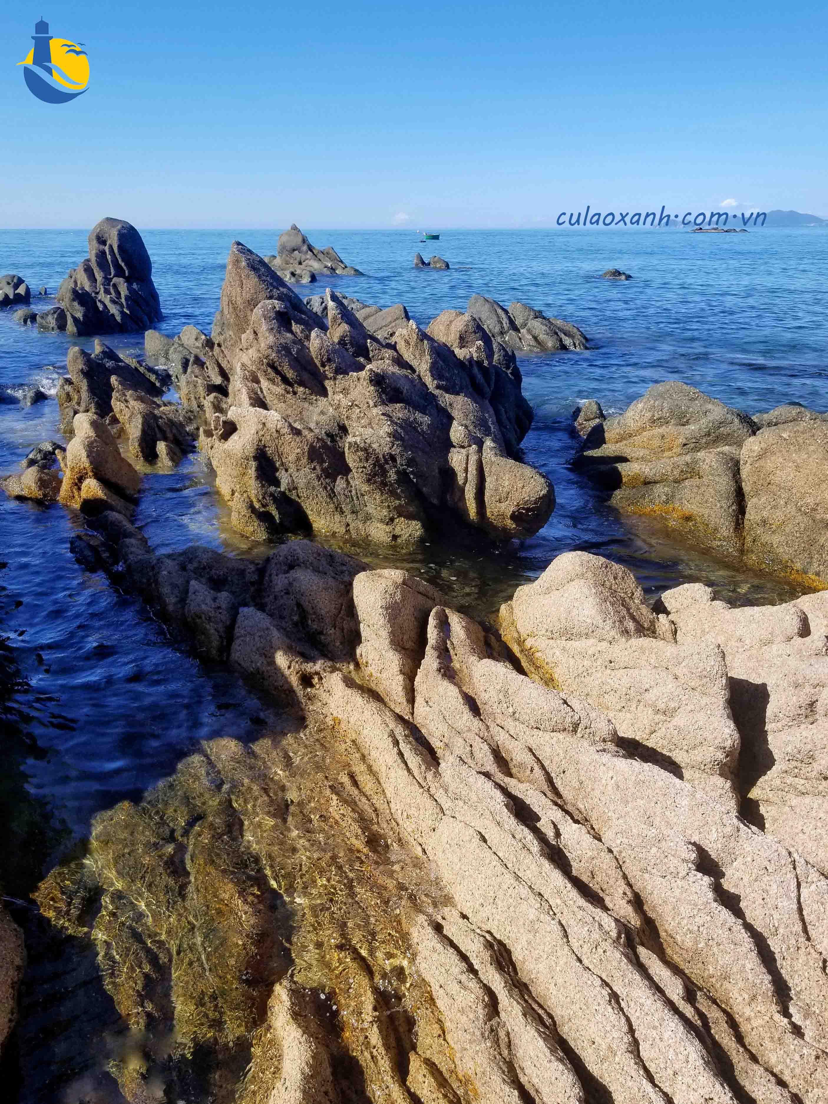 Khám phá vẻ đẹp của đá trên đảo Cù Lao Xanh