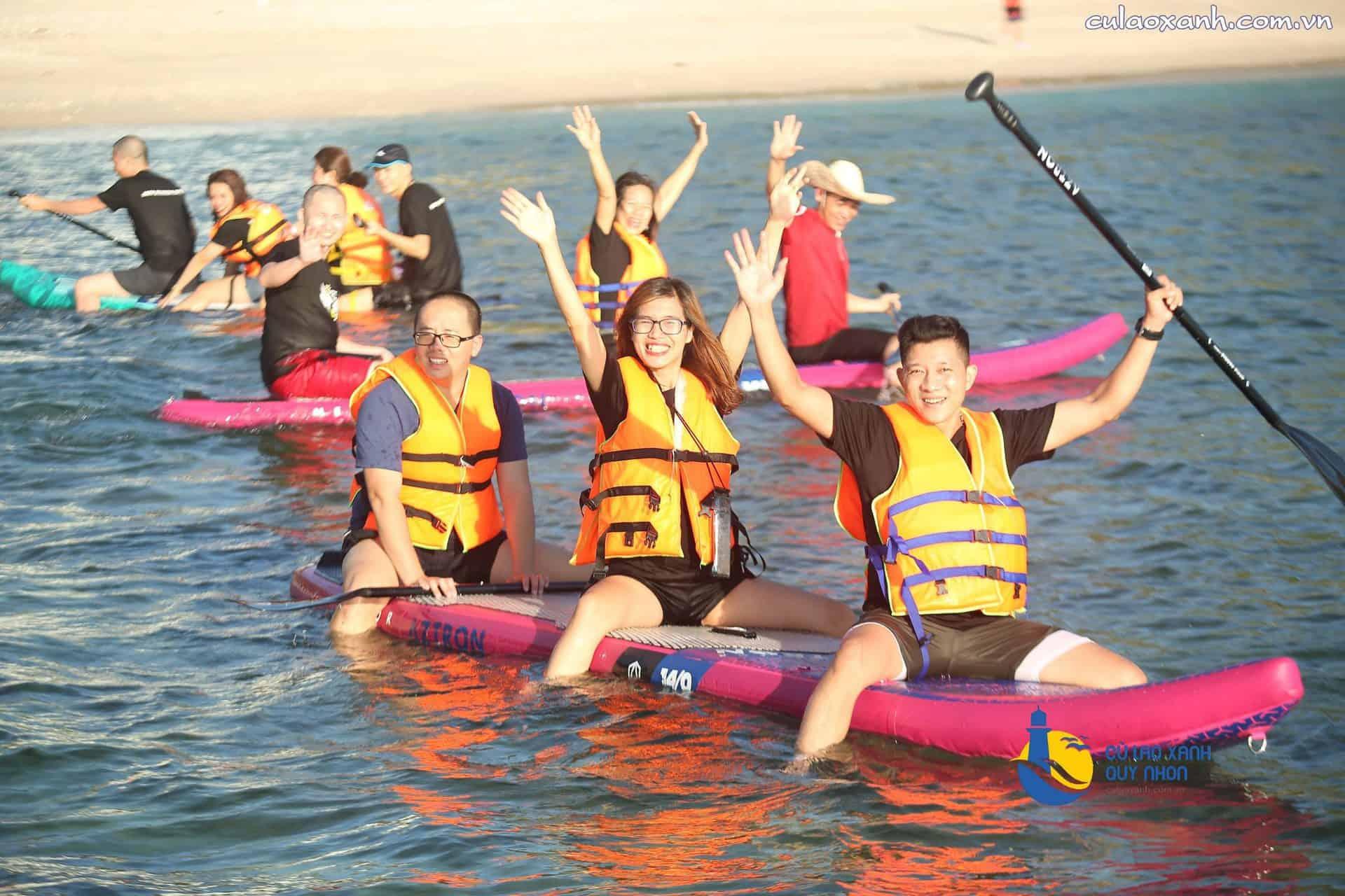 Trải nghiệm Thuyền Kayak/SUP của đoàn DNTT trên bãi biển Cù Lao Xanh