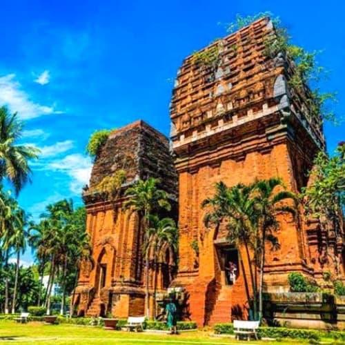 tháp đôi Quy Nhơn