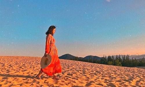 đi dạo trên cát mịn tại đồi cát phương mai (1)